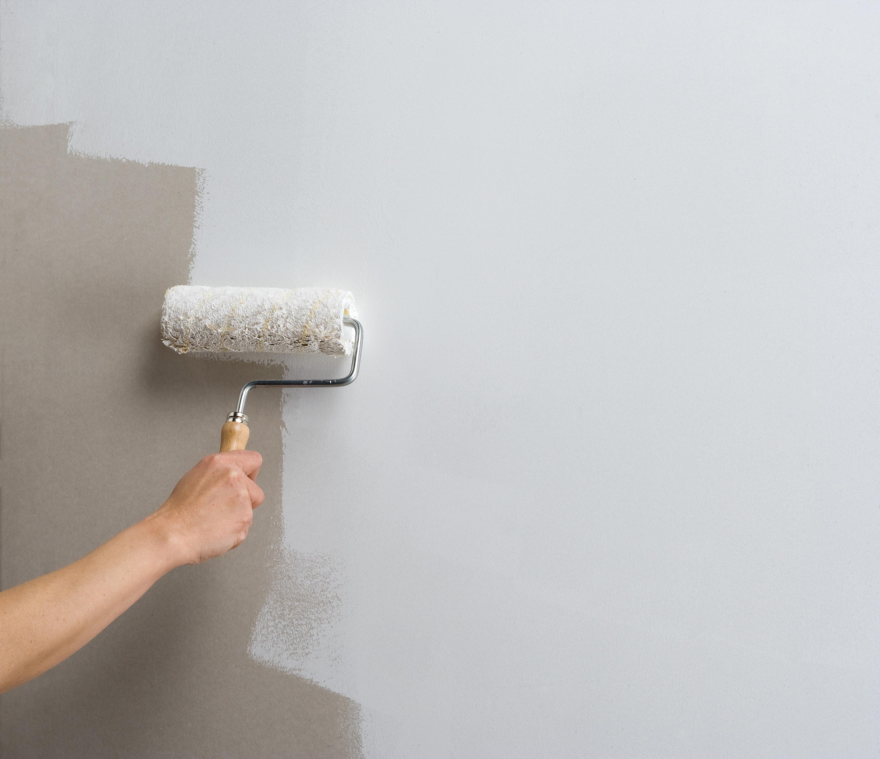 Применение грунтовки для стен