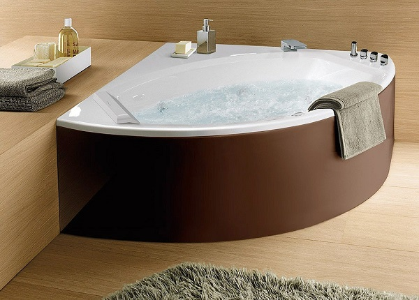 Угловая чугунная ванна
