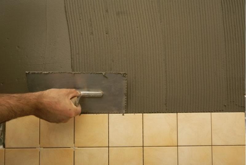 Укладка кафеля на плиточный клей