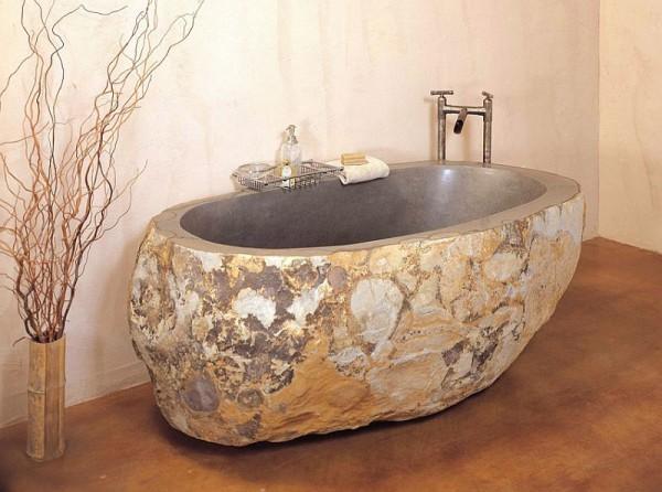 Изготовленная из натурального камня ванна