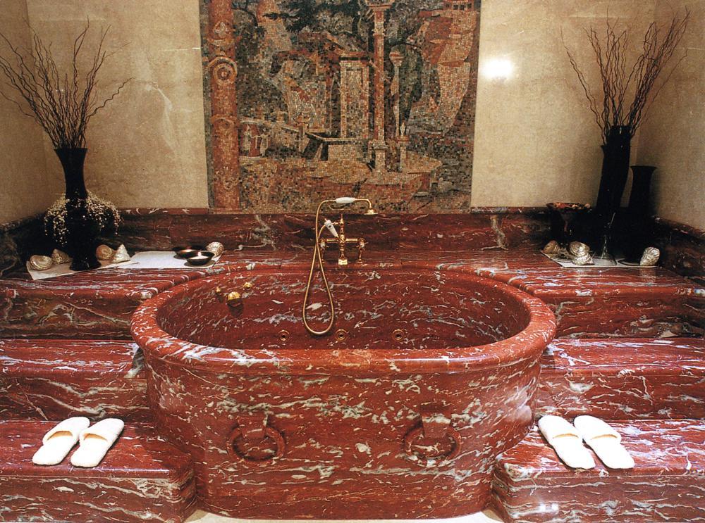 Сделанная из оникса ванна