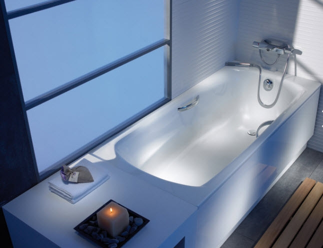 Ванна белая и стальная