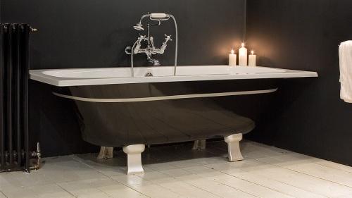 Стильная чугунная черная ванна