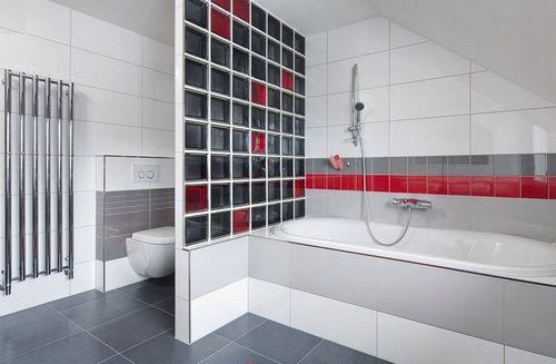 Черно красная перегородка в ванной