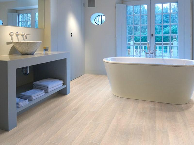 Что можно постелить на пол в ванной комнате