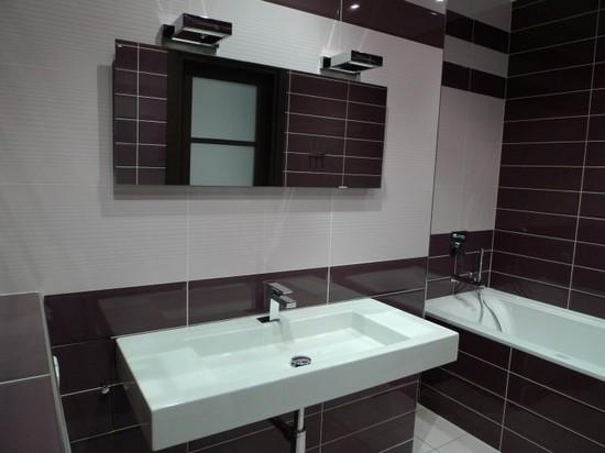 Красивая ванная в коричневых тонах