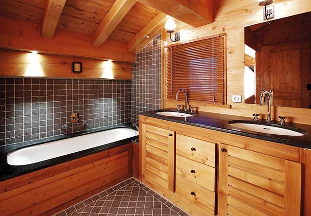 Отделка стен и пола в ванной комнате деревянного дома