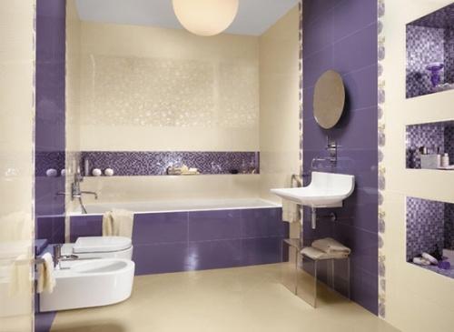 Планировка ванной комнаты в фиолетово белых тонах