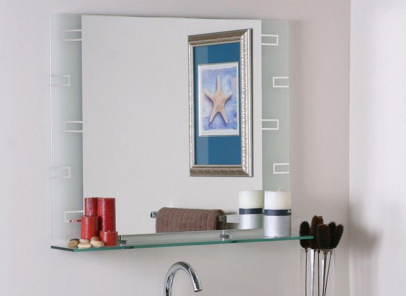 Преимущества зеркал для ванной с полкой