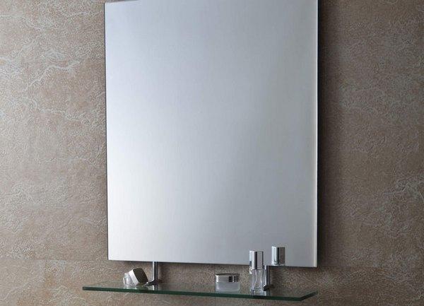 Простое зеркало с полкой