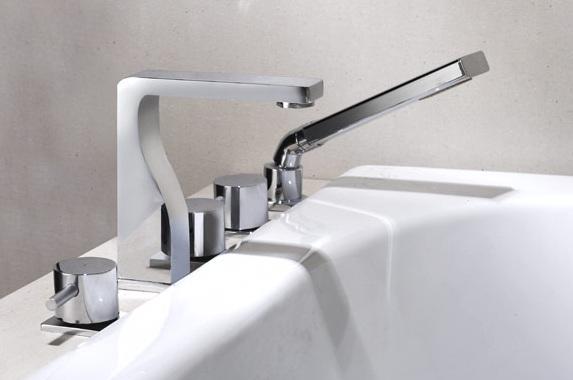 Смеситель с матовым покрытием на борт ванны с 5 отверстиями