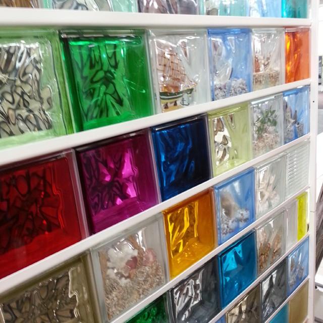 Цветные стеклоблоки для ванной