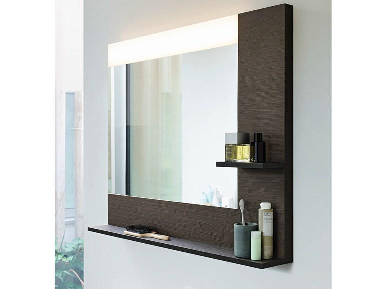 Удобное и компактное зеркало для ванной с деревянной полкой