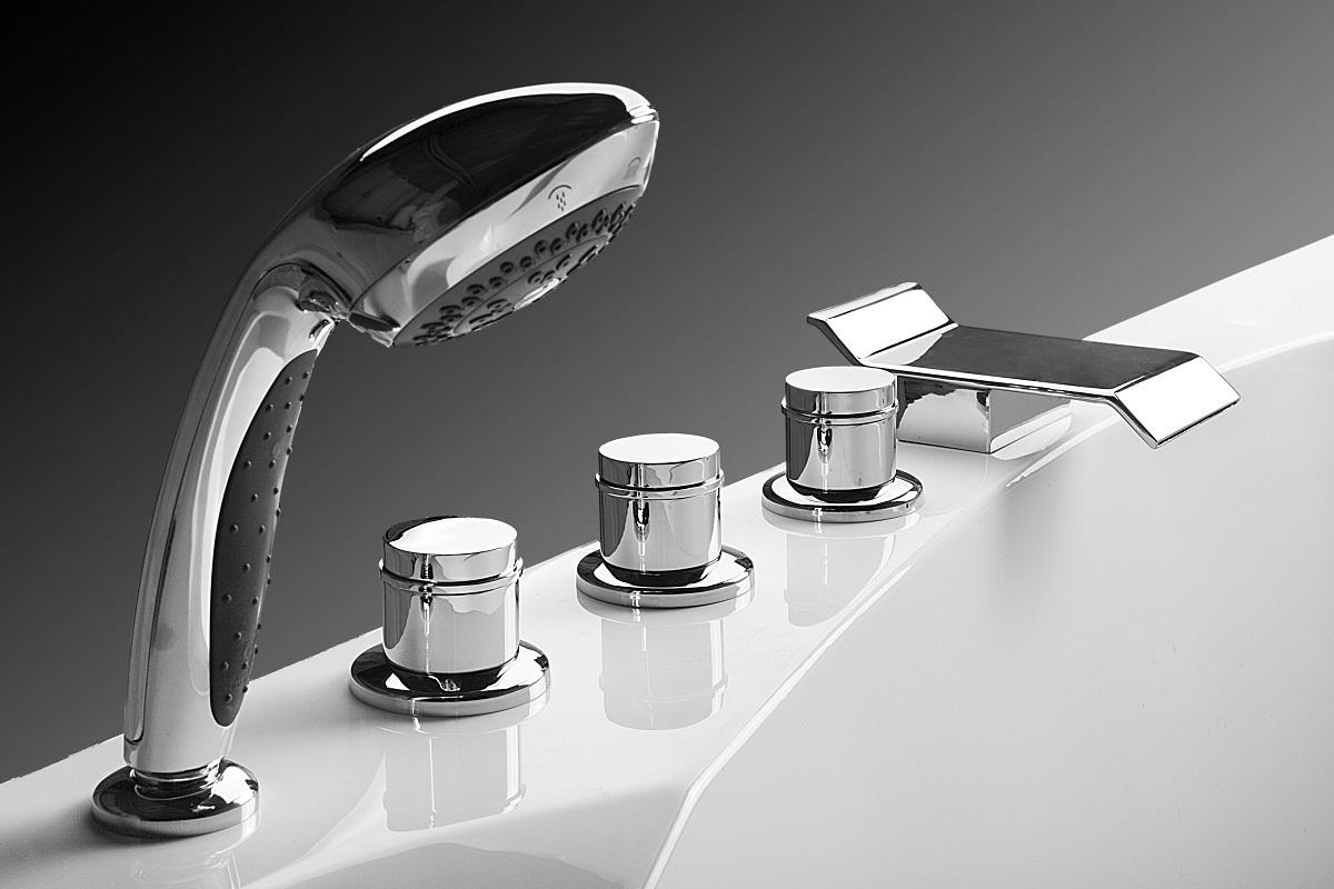 Установка врезного смесителя на борт акриловой ванны