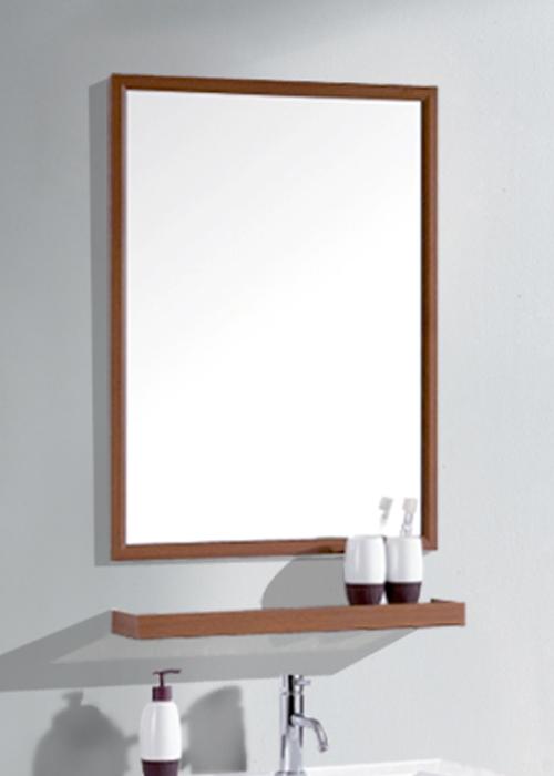 Зеркало с деревянной рамкой в ванную