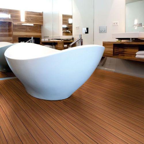 Ламинат украшает интерьер ванной