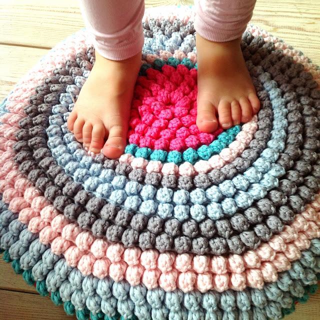 Красивый круглый коврик крючком