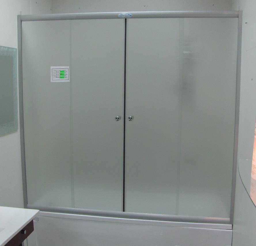 Матовая стеклянная штора на ванну