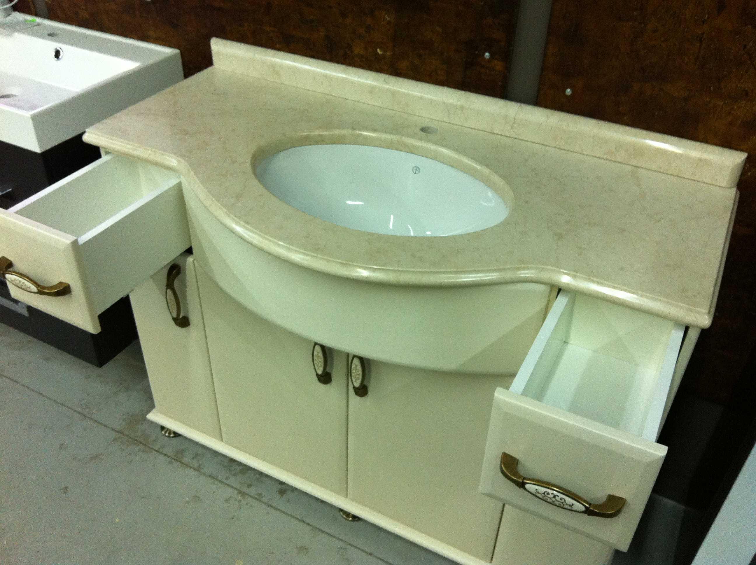 Мебельный умывальник в ванную комнату