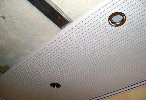 Навесной потолок из пластиковых панелей