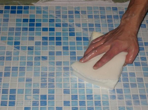 Очистка мозаики после затирки
