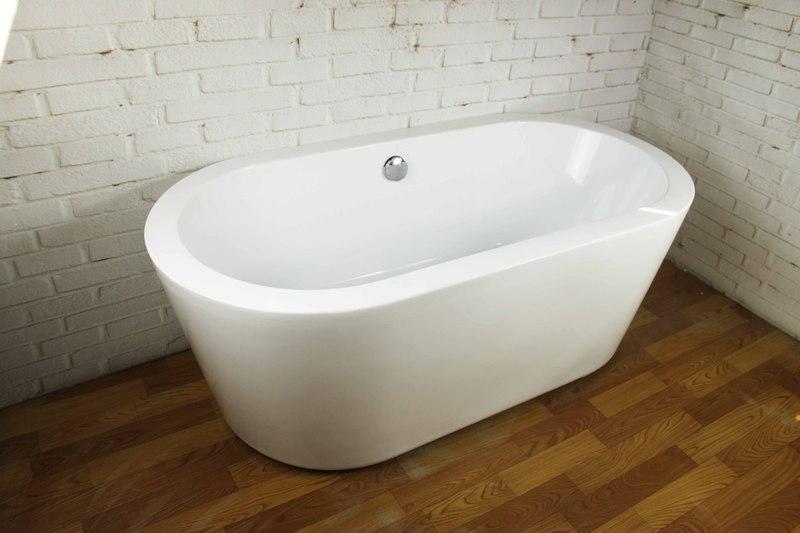 Отдельностоящая современная ванна