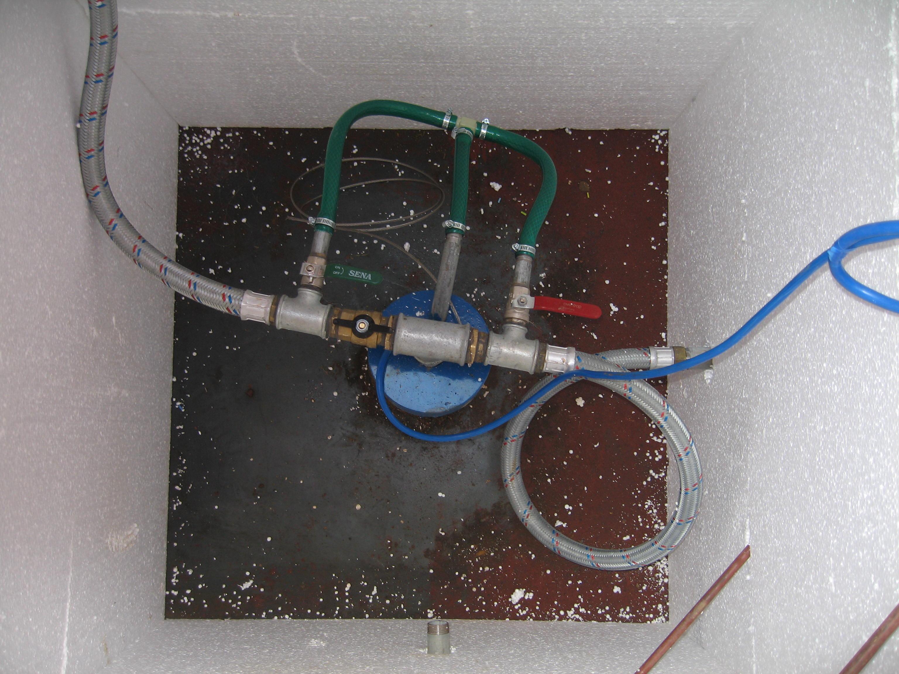 Погружной насос расположен в колодце