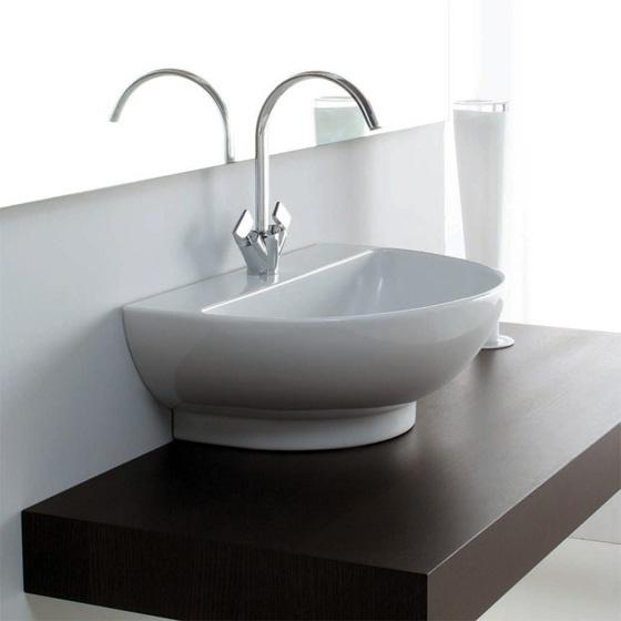 Полукруглый умывальник для ванной комнаты