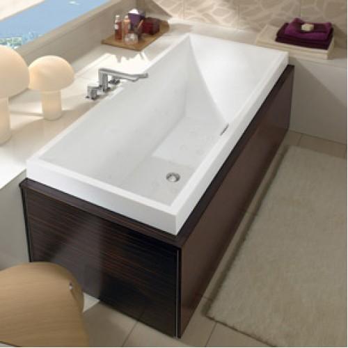 Прямоугольная ванна в деревянном корпусе