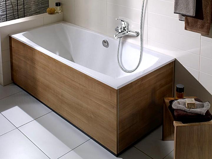 Смеситель для ванной с классической душевой лейкой