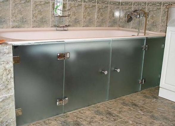 Стеклянный экран для ванной