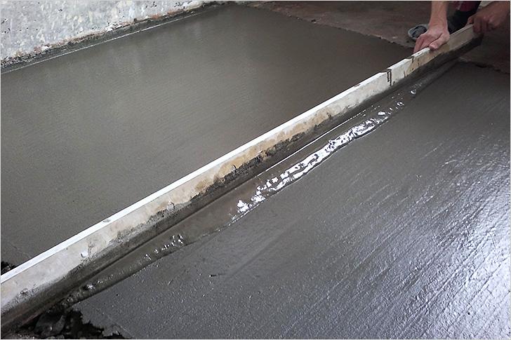 Стяжка из бетона на полу в ванной