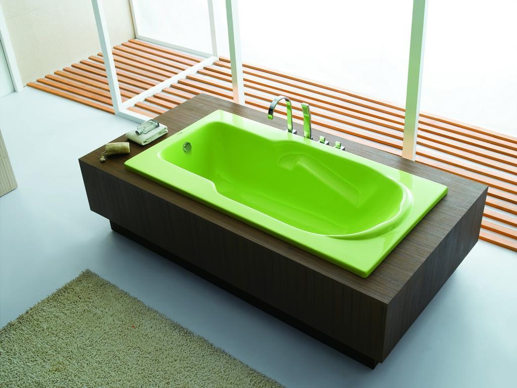Зеленая акриловая ванная