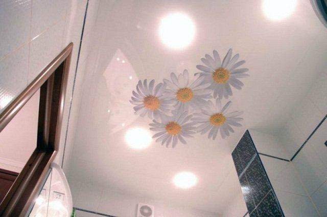 Цветочная тематика в оформлении потолка