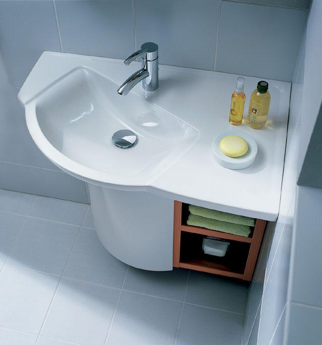 Угловая раковина для ванной с полкой