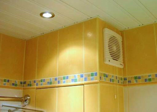 Вытяжка в ванной, оборудованная вентилятором