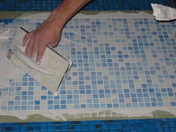 Как затереть швы мозаики
