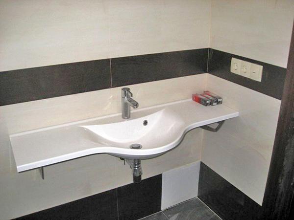 Пристенная раковина в ванную комнату