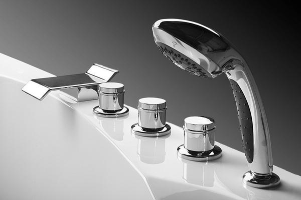 Смеситель на борт ванны с душем