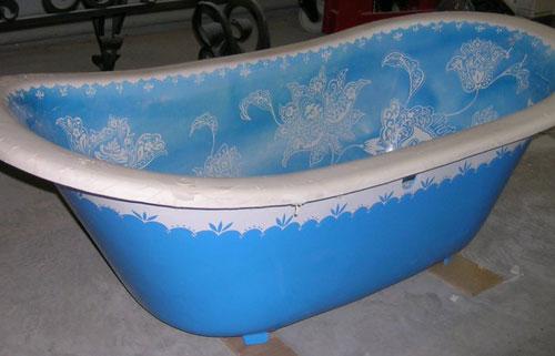 Ванная голубая и чугунная