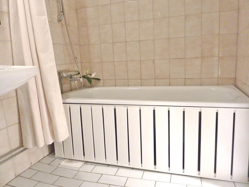 Сделать экран для ванны своими руками из панелей пвх