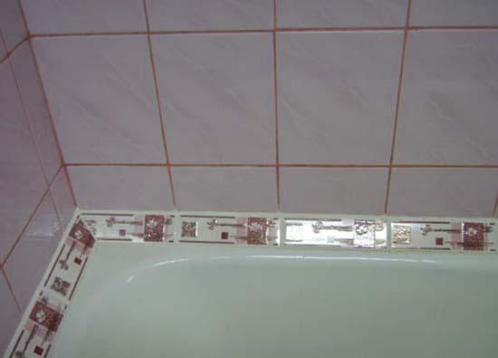 Декоративный керамический плинтус в ванной