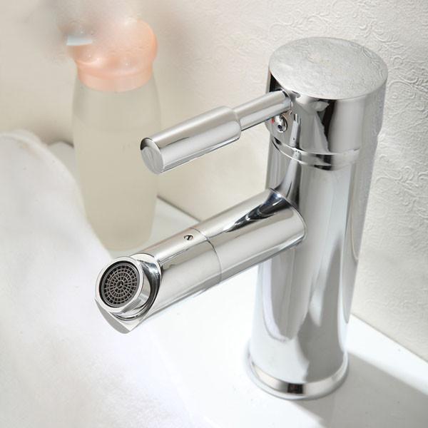 Хромированный однорычажный смеситель в ванную
