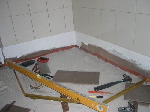 Стяжка пола в ванной комнате с гидроизоляцией
