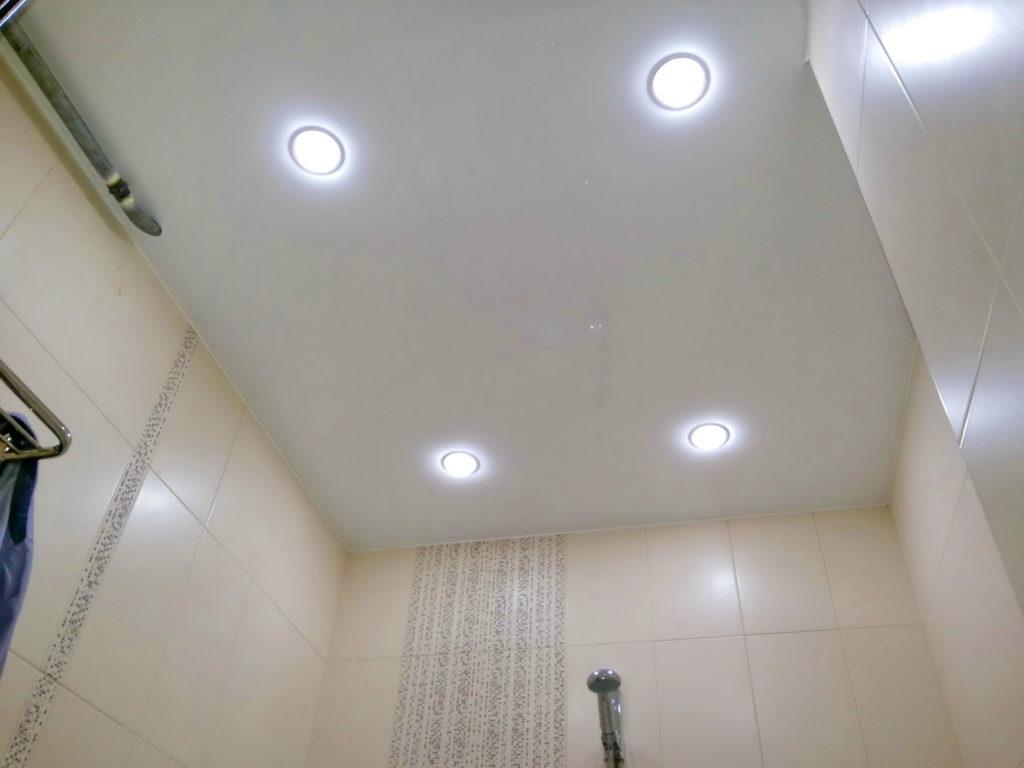 Матовые натяжные потолки в ванную комнату