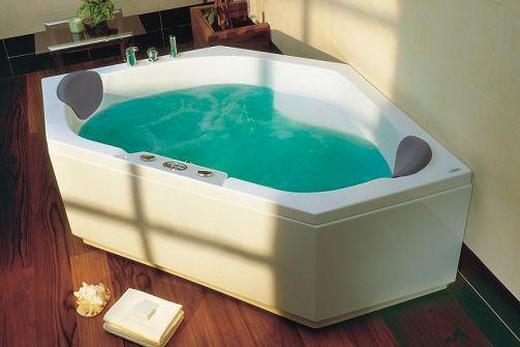 Пятиугольная гидромассажная ванна из пластика