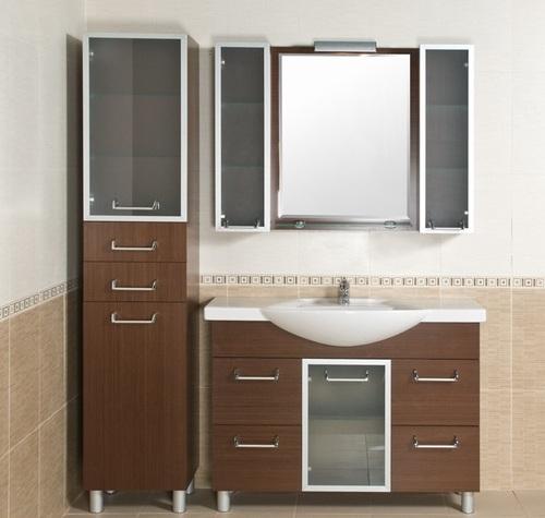 Шкаф-пенал в интерьере ванной комнаты