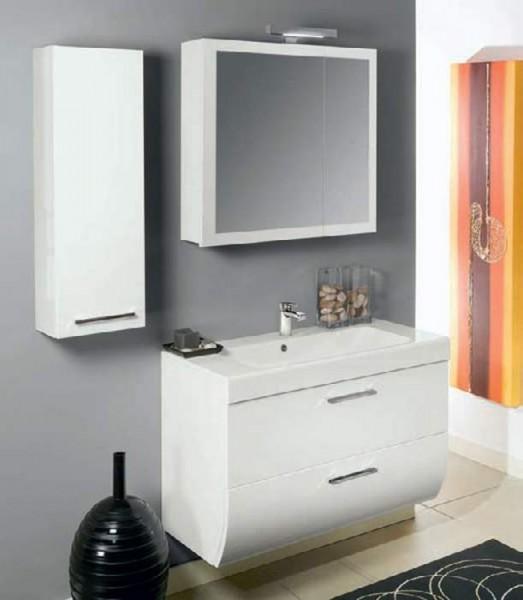 Шкаф с зеркалом в ванной комнате