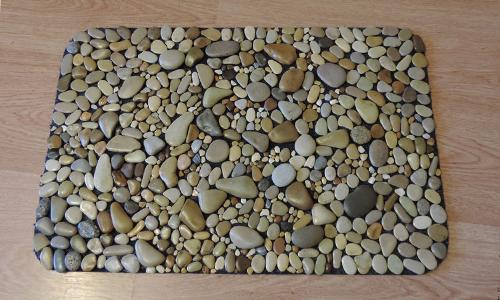 Самодельный коврик из камней