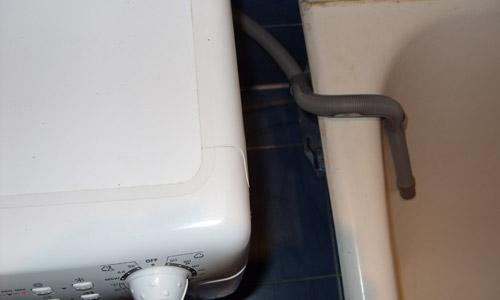 Слив воды со стиральной машины в ванну